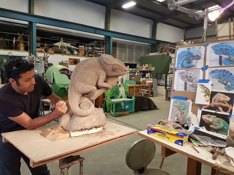 Santana_Row_Chameleon_Sculpture_Sculptor_Rey_Hernandez