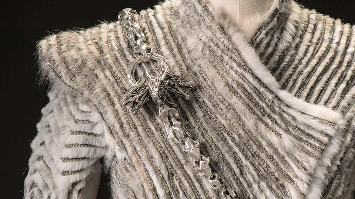 Daenerys Targaryen winter coat broach Game of Thrones